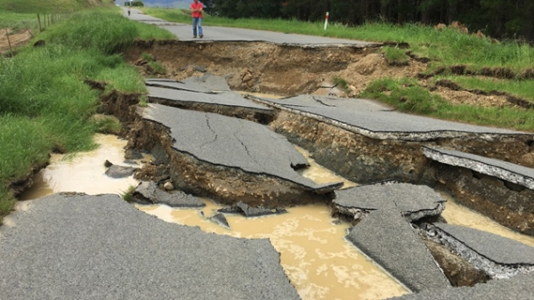 state-of-road-in-waiau-after-earthquake-supplied